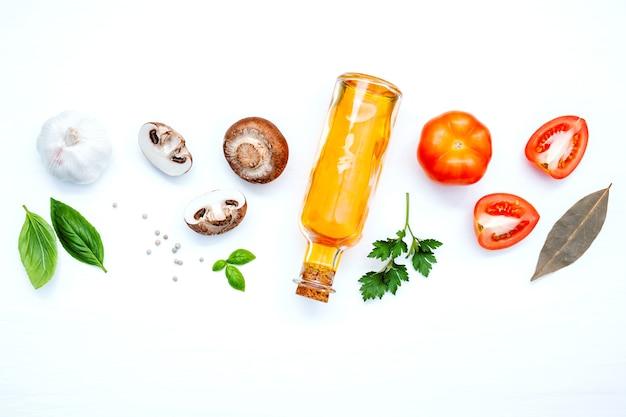 Vários vegetais e ingredientes para cozinhar a configuração do menu de massas