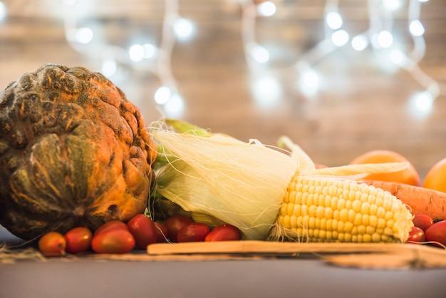 Vários vegetais na mesa
