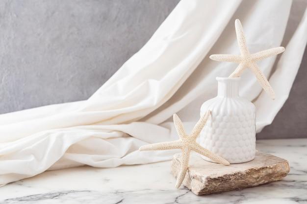 Vaso de cerâmica com estrela do mar