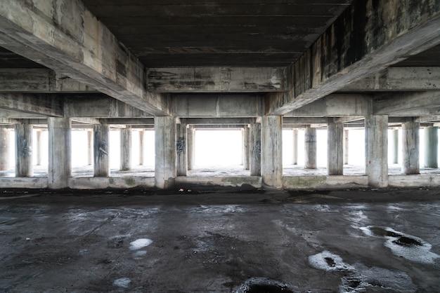 Vazio prédio abandonado
