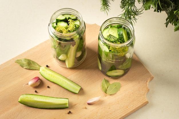 Vegetais caseiros fermentados
