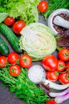 Vegetais crus para salada o