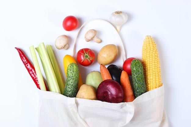 Vegetais em uma sacola ecológica vista superior