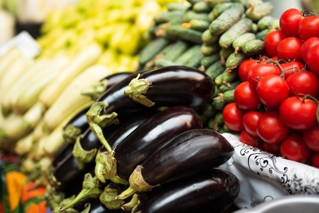 Vegetais saudáveis de close-up na loja