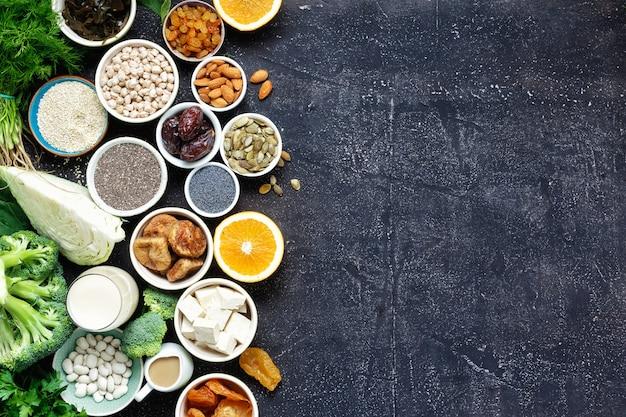 Vegetarianos de cálcio vista superior alimentos saudáveis comer limpo copyspace