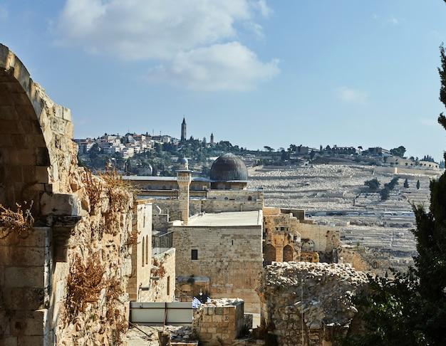 Veja a mesquita onl-aqsa da muralha da cidade antiga