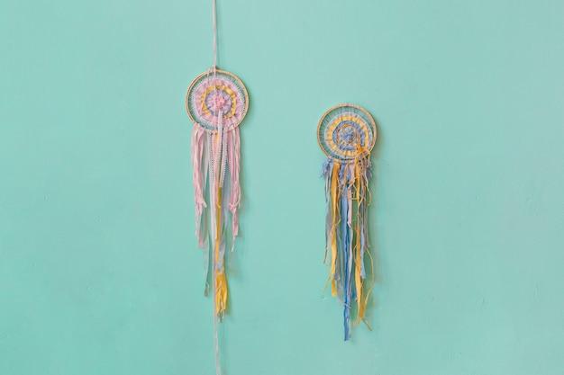 Veja de perto os coletores de sonhos coloridos