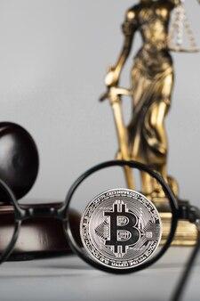 Veja o bitcoin através das lentes dos óculos. fechar-se