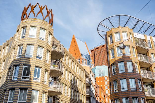 Veja os prédios residenciais e de escritórios na cidade de haag, holanda