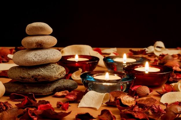 Vela e pedras, conceito de relaxamento