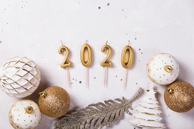 Velas de férias de 2020 como um símbolo do ano novo