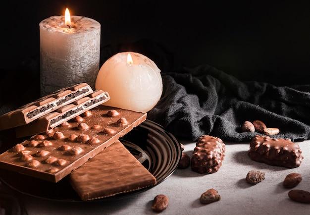 Velas e doces de chocolate