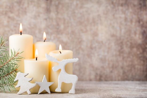 Velas e luzes de natal