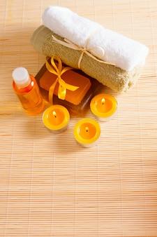 Velas, gel de banho, sabonete e óleo para o corpo