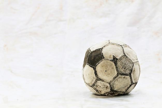 Velha bola de futebol