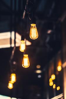 Velha lâmpada café decoração interior iluminação vintage estilo retro com ganho de filme e textura de ruído