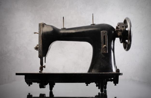 Velha máquina de costura vintage