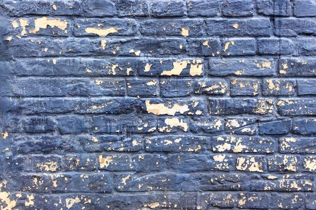 Velha parede de tijolos rachados