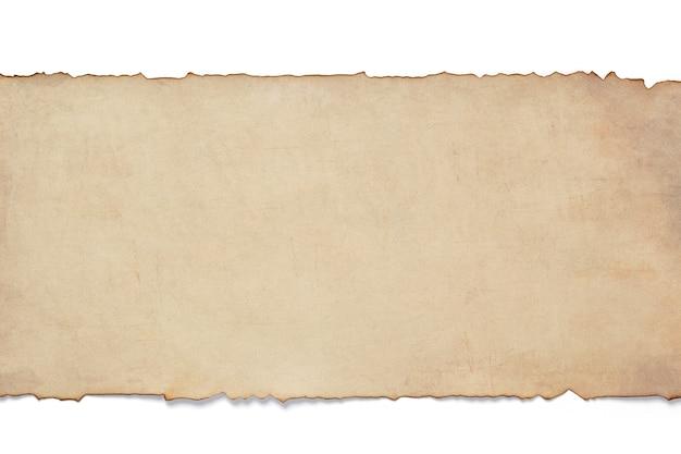 Velho pergaminho de papel envelhecido retrô isolado no fundo branco, vista superior