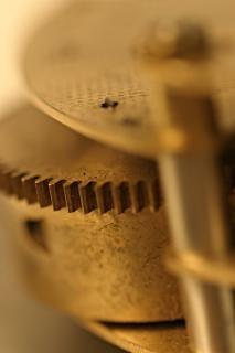 Velho tiro marcro relógio mecânico