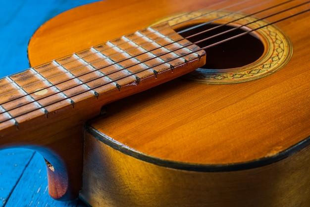 Velho violão clássico closeup vista