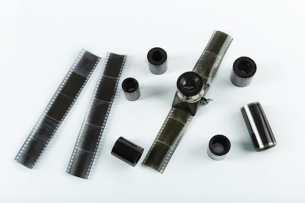 Velhos rolos de filme fotográfico, tiras de negativos. vista superior.