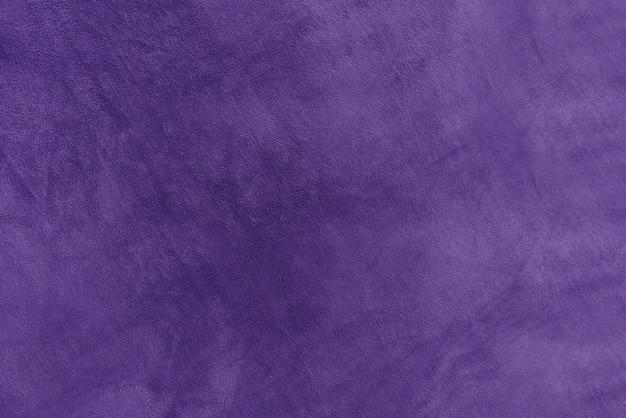 Velo de pelúcia roxo suave e macio. fundo de textura de veludo. textura de pele sintética violeta.