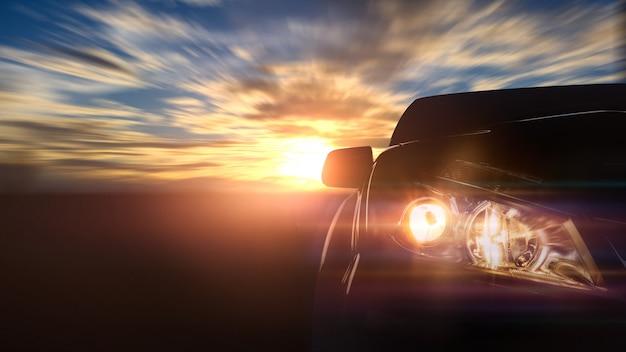 Velocidade do carro com o nascer do sol, carro frontal. copyspace