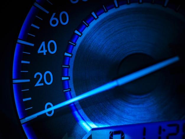 Velocímetro de carro abstrato em tom azul