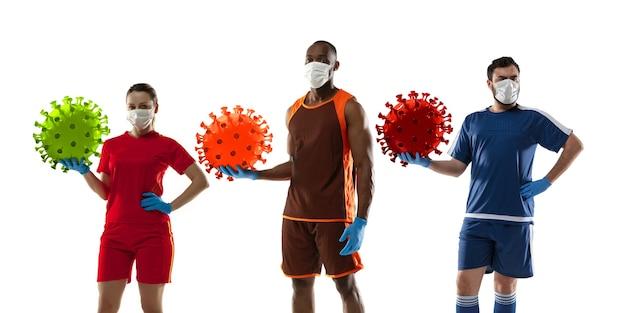 Vença a doença. basquete, jogadores de futebol chutando, socando coronavírus, conceito de proteção e tratamento. tratamento do vírus chinês. cuidados de saúde, medicina, esporte e atividade em quarentena. folheto. Foto Premium