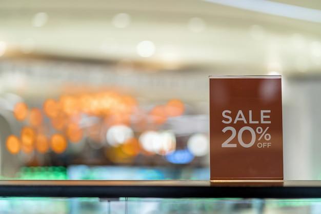 Venda 20 off mock up anunciar configuração de quadro de exibição sobre o gabinete de vidro