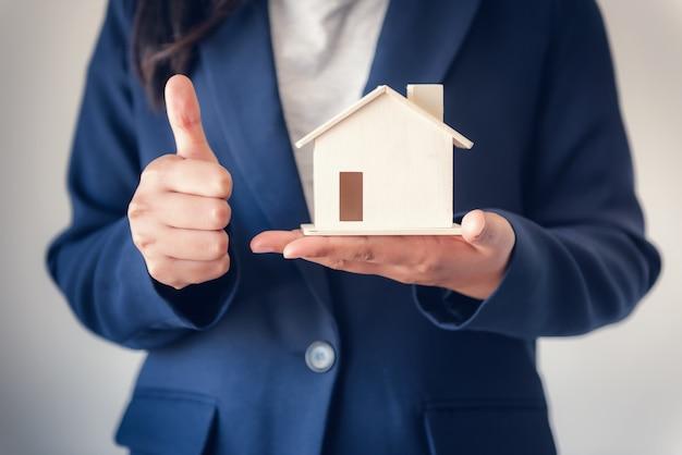 Venda de propriedade comercial e conceito de investimento imobiliário.