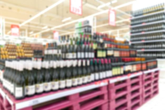 Venda de vinho na loja. interior do pregão. fundo desfocado.