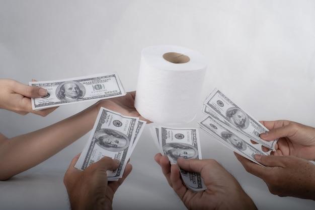 Vender, comprar, tecido, mão, segura, papel higiênico, papel higiênico, e, dinheiro, de, 100 dólares, dólar, notas, muitos,