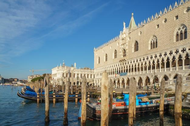 Veneza, itália - 13.03.2019: bela vista do palácio do doge e da basílica de são marcos em veneza. viagem.