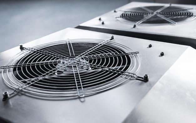 Ventilador de ar condicionado industrial de metal. hvac.