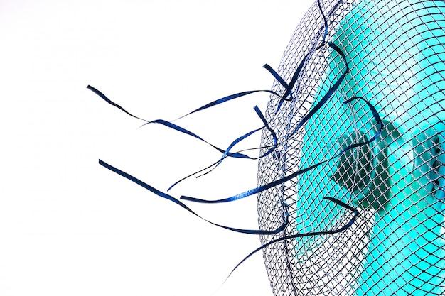 Ventilador de ar de trabalho com fitas azuis