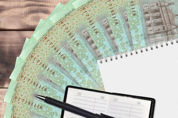 Ventilador de notas de 20 hryvnias ucranianas e bloco de notas com livro de contatos e caneta preta