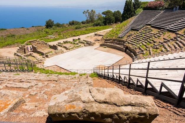 Ver a antiga cidade romana de tindarys, na sicília