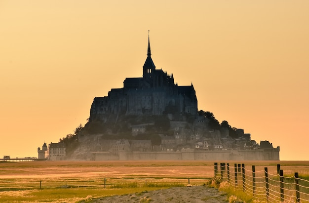 Ver ao pôr do sol do mont saint michel