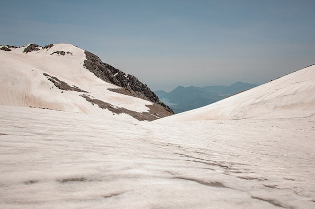 Ver em terras altas cobertas de neve