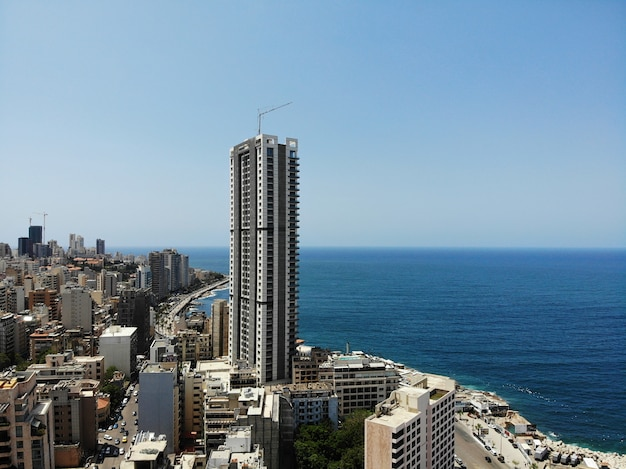 Ver os de cima no líbano. país da ásia ocidental e oriente médio, chamado também de república libanesa. foto aérea criada por drone. beirute - capital grande e bonita.