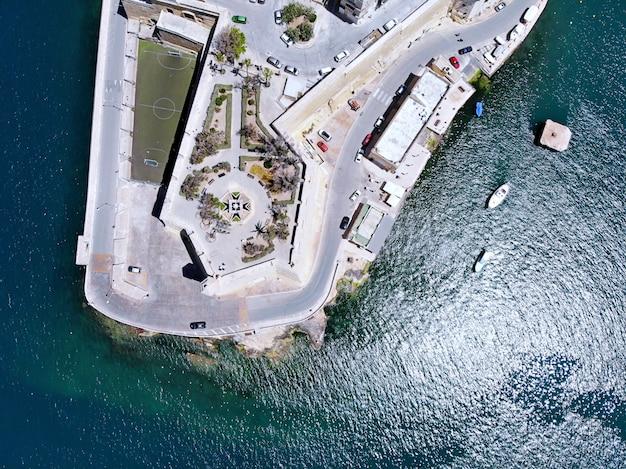 Ver os em malta de cima. cidade de senglea. por drone