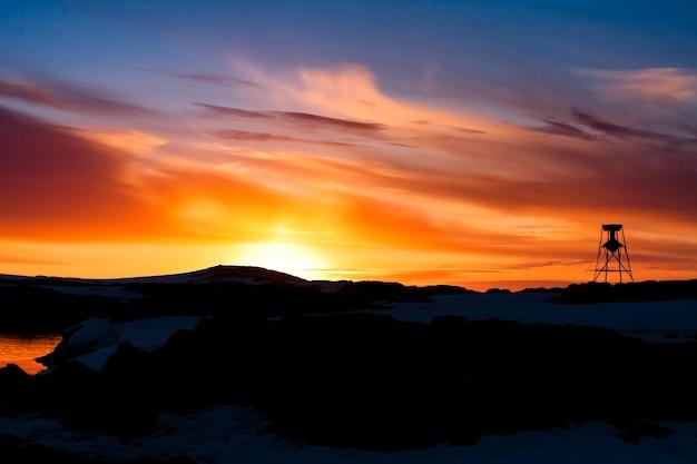 Verão belo pôr do sol na antártica