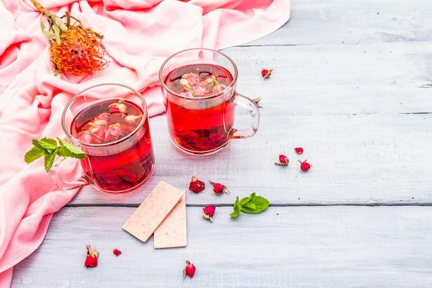 Verão delicioso chá verde rosa
