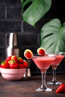 Verão doce morango cocktail alcoólico