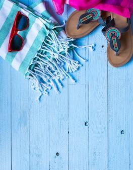 Verão moda mulheres maiô biquíni, conceito de férias