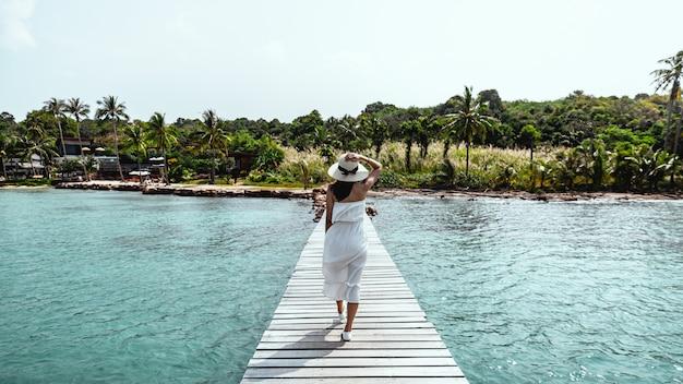 Verão mulher relaxar férias