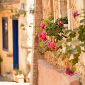 Verão na grécia creta, cidade velha de chania abstrato base