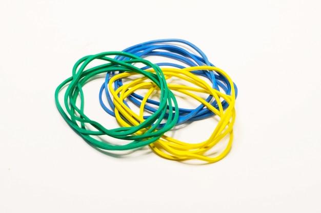 Verde azul e amarelo papelaria gum em branco